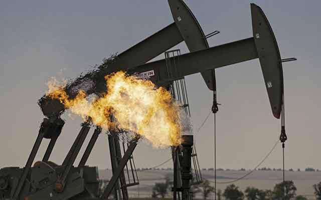 Pourquoi les prix du pétrole ont-ils fortement chuté ?