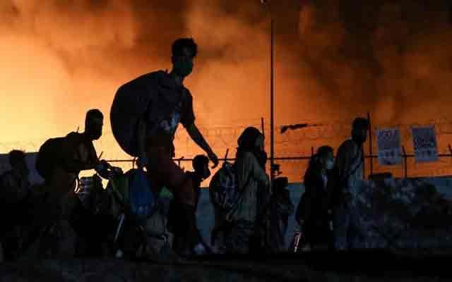 Grèce : Le camp de réfugiés de Moria complètement détruit après un incendie