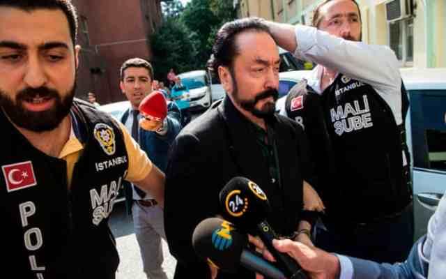 Un gourou créationniste condamné à plus de 1000 ans de prison par un tribunal turc