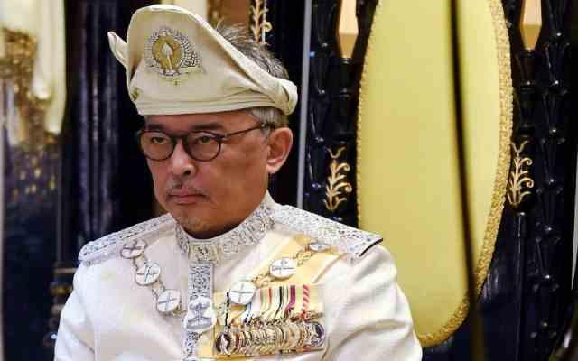 Le roi de Malaisie impose étonnamment l'état d'urgence au pays
