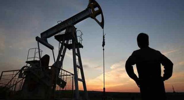 Les prix internationaux du pétrole ont fortement chuté vendredi