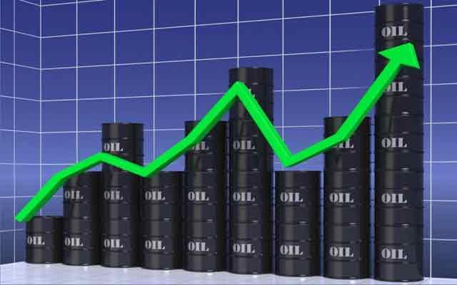 Les prix mondiaux du pétrole grimpent au milieu des fortes tensions au Moyen-Orient