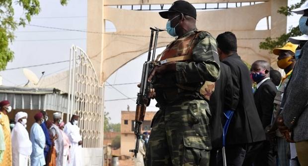 Après avoir soutenu le coup d'État des putschistes au Nigerle, le régime des généraux envoie des Djarad pour assister à la cérémonie d'investiture du président