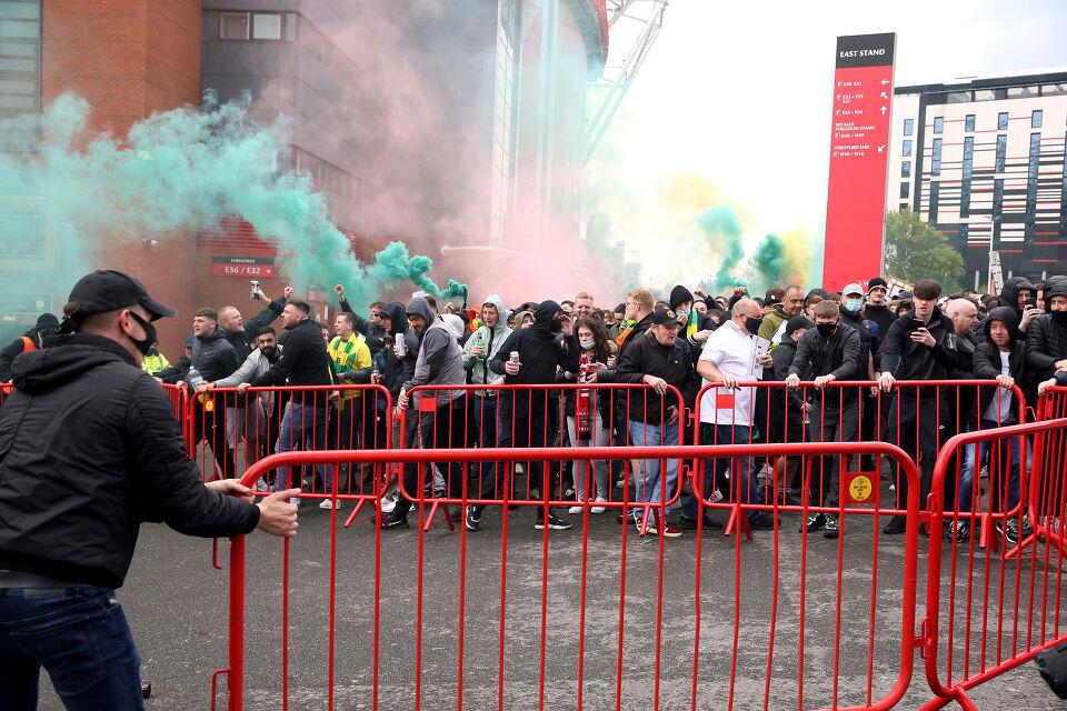 Pourquoi le match entre Man Utd et  Liverpool a été reporté