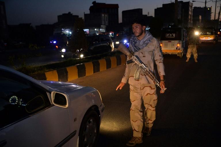 Afghanistan : un couvre-feu imposé pour dissuader l'avancée des talibans