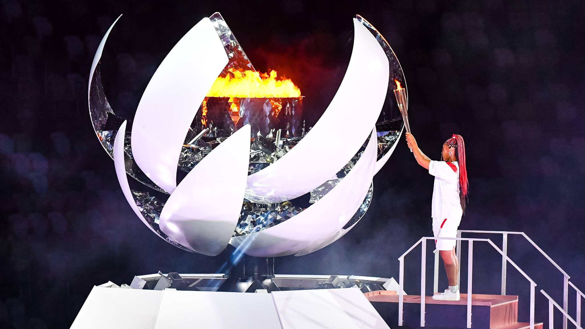 Les jeux olympiques de Tokyo 2020 commencent alors que Naomi Osaka allume la flamme olympique