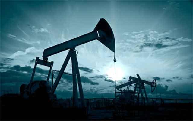 Le cours mondial du pétrole : une baisse légère des prix